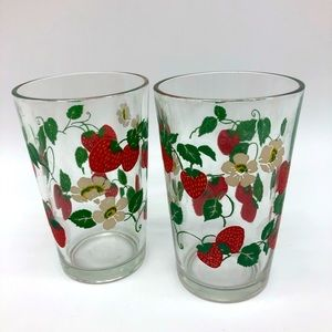 Set of 2 vintage strawberry glasses 5 inches tall